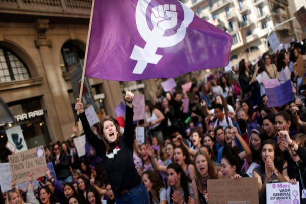تظاهرات تشهدها العديد من المدن الإسبانية احتجاجاً على العنف ضد المرأة