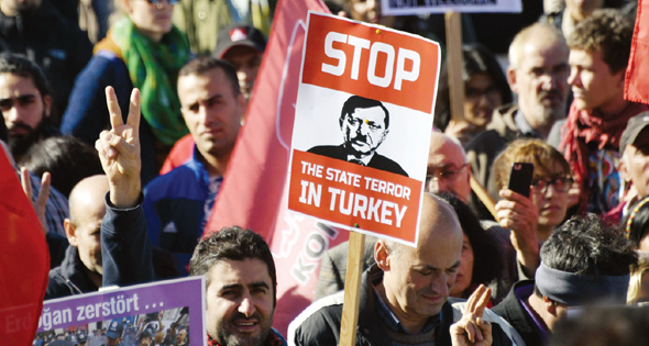 هيومان رايتس ووتش: استمرار القمع في تركيا رغم انتهاء حالة الطوارئ