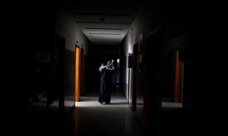أزمة الوقود تشتد.. الصحة بغزة تحذر: 5 مستشفيات رئيسية مهددة بالإغلاق