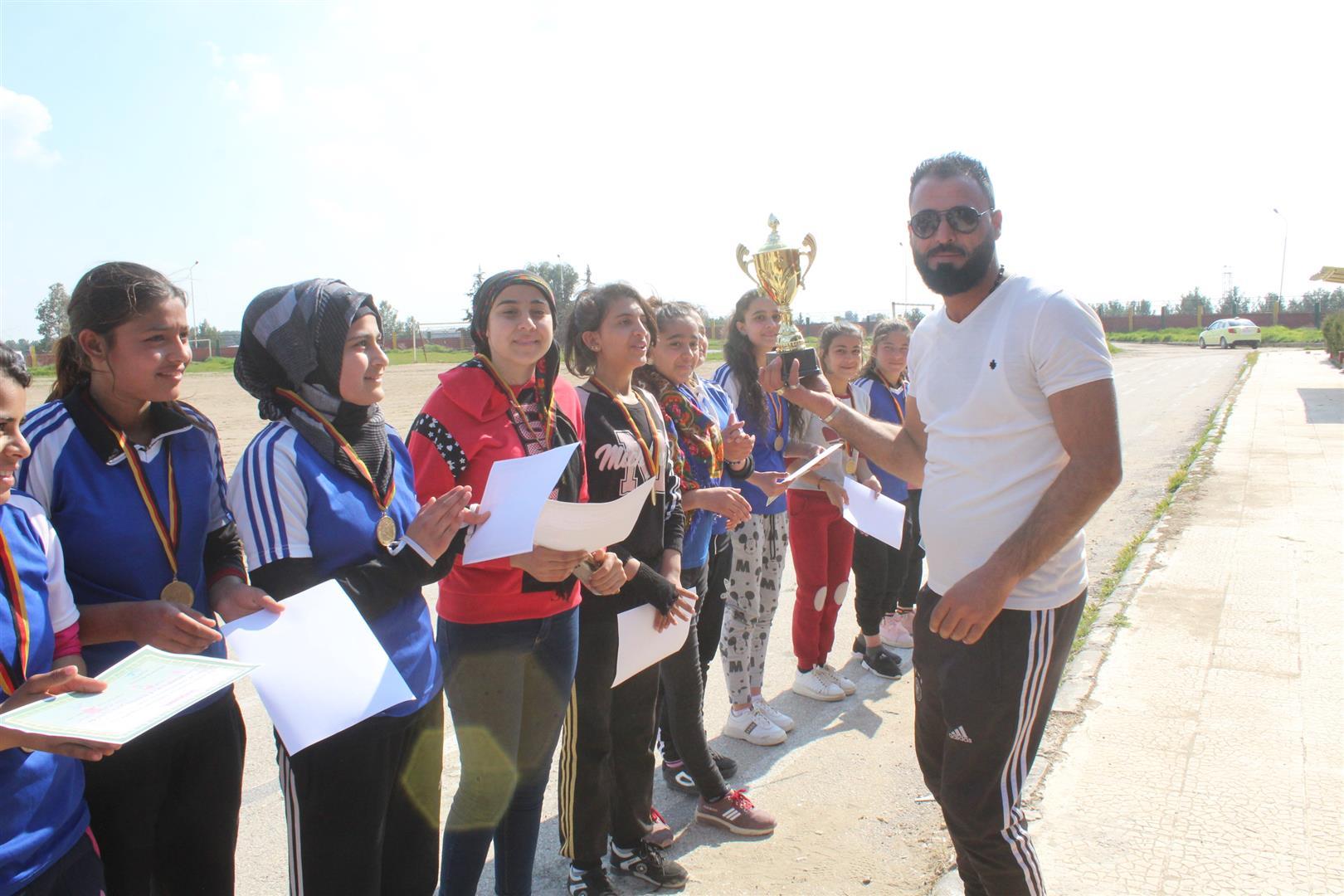 بطولة دوري كرة القدم للفتيات ينتهي بفوز فريق