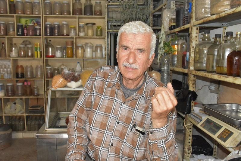 العطار الذي بات صيدلياً وطبيباً في حلب