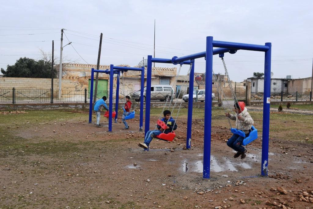 بلدية عين عيسى تعمل على إضفاء الرونق الأخضر لحدائقها