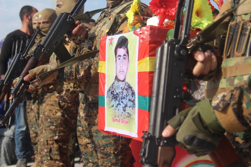 جثمان الشهيد ديار خليل يوارى الثرى بمثواه الأخير في كوباني