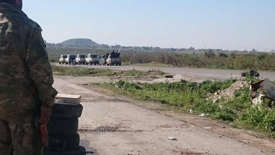 ناشطون: رتل يضم ضباطاً أتراك يدخلون إدلب
