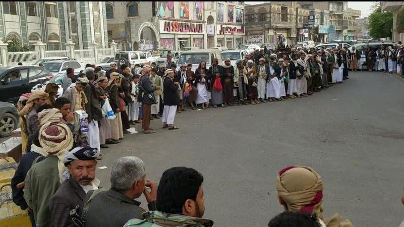 قبائل ذمار يعتصمون والحوثيين يستهدفون مطار أبها مجدداً