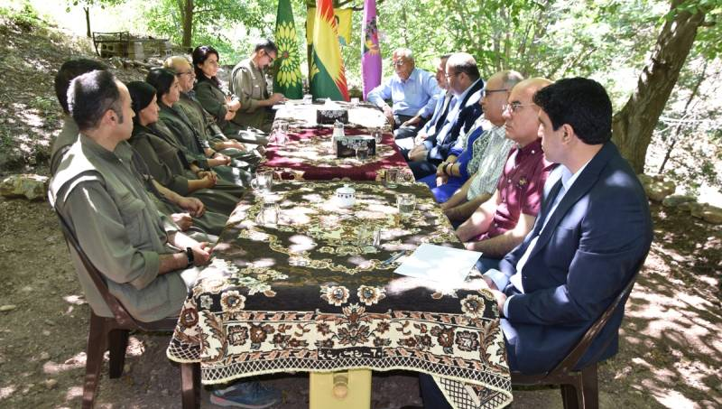 وفد روج آفا يلتقي بقيادات حزب الحياة الحرة الكردستاني