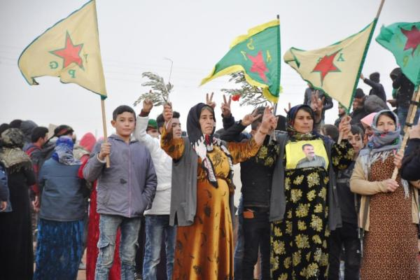 استعدادات لإنشاء دروع بشرية على الحدود التركية في كوباني