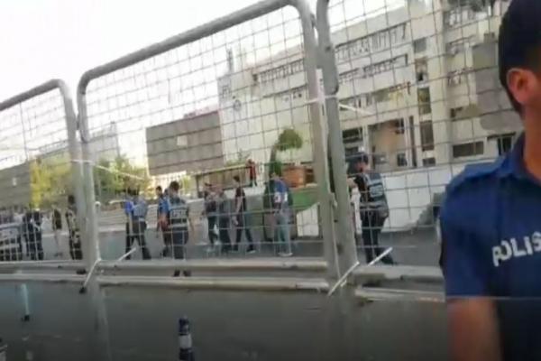 سلطات العدالة والتنمية تحاصر بلديات آمد وميردين ووان