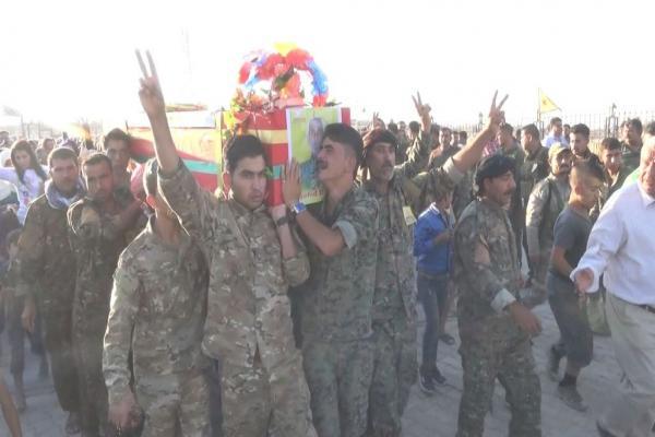 أهالي كوباني يشيعون شهيداً ويعلنون عن سجل شهيد آخر