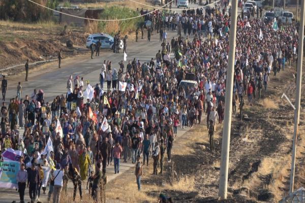 أهالي شمال وشرق سوريا يتظاهرون ضد الاحتلال في كري سبي