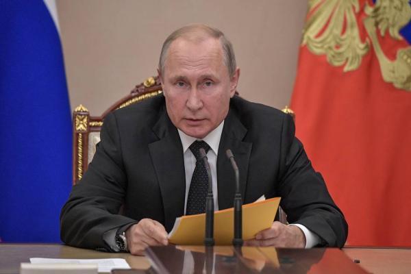 بوتين يكلف وزارتي الدفاع والخارجية بإعداد رد متكافئ على إطلاق أمريكا صاروخاً مجنحاً جديداً