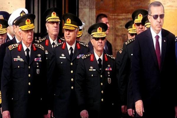 استقالة 5 جنرالات في الجيش التركي لسخطهم من قرارات أردوغان