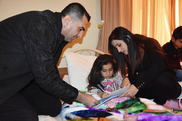 الطفلة سارة أول الموقعين على لائحة الدعوة القانونية المُوقّعة ضد انتهاكات تركيا