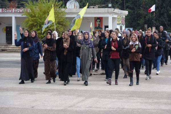 أهالي ديرك يقدمون واجب العزاء لذوي شهداء المقاومة ضد الاحتلال