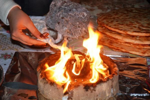 باتزمي ميراث تقليدي تحيه المرأة الايزيدية بالأطعمة و إيقاد الـÇIRA