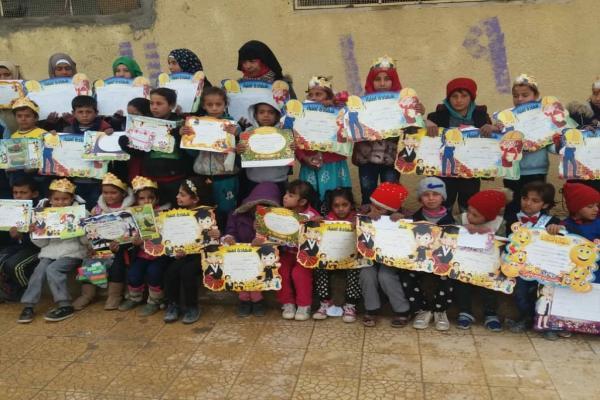 توزيع الجلاء المدرسي على الطلبة في دير الزور