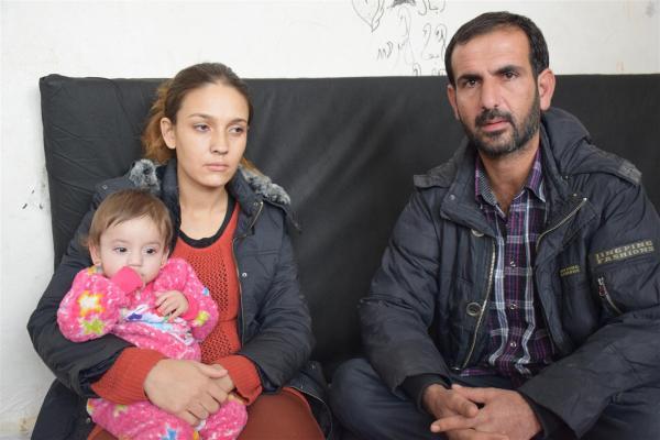 عائلة مُهجّرة من سري كانيه زاد مرض ابنتها من معاناتها