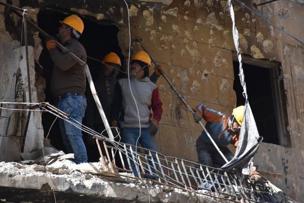 حملة لإزالة الأوساخ وأنقاض الأبنية من حي الأشرفية في حلب