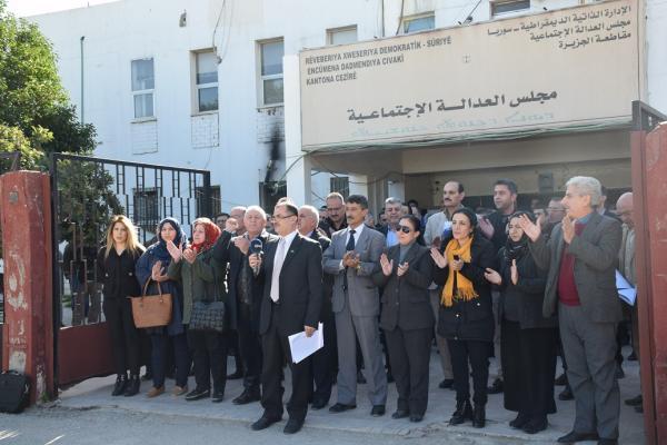 اتحاد المحامين يطالب بالكشف الفوري عن صحة وسلامة أوجلان