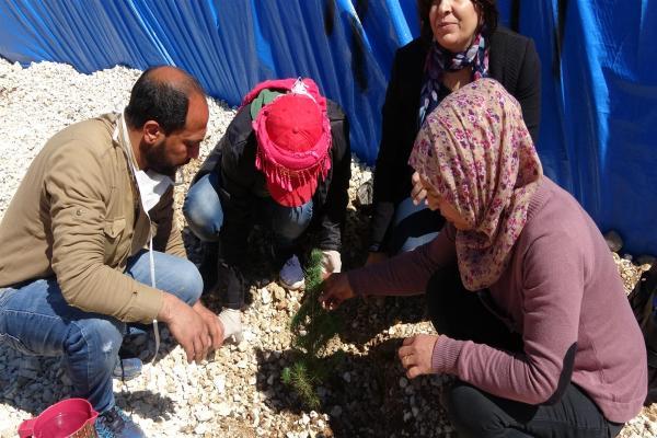 بمناسبة الـ4 من نيسان زراعة الأشجار في مخيم واشو كاني