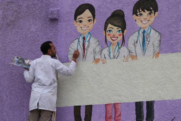 لوحات جدارية توعوية من وباء كورونا في شوارع منبج