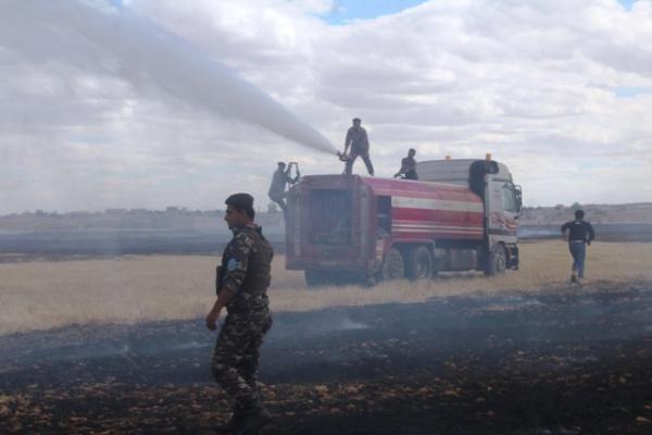 فرق الإطفاء والطوارئ تحمي محاصيل الأهالي وتخمد النيران في الشدادي
