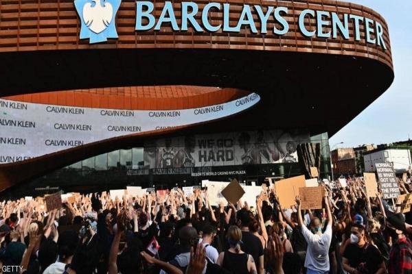 مظاهرات تجتاح مدناً أمريكية ومقتل متظاهر