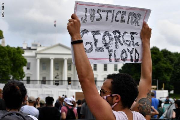 استطلاع: غالبية الشعب الأمريكي متعاطف مع المحتجين ورافض لردة فعل ترامب