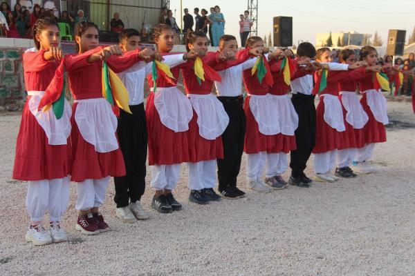 فقرات من الغناء والشّعر والرّقص ضمن فعاليّات اليوم الخامس من الأسبوع الفنّيّ