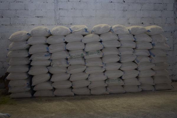 ضبط 80 طن من الطحين في مستودعات بريف قامشلو