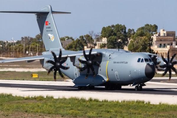 صحيفة: وصول طائرتي شحن تركية إلى مطار معيتقية