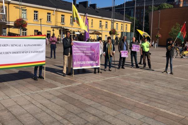 وقفة احتجاجيّة لاستنكار مجزرة شنكال في فنلندا