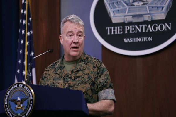 الجنرال كينيث ماكنزي: باقون في سوريا والعراق