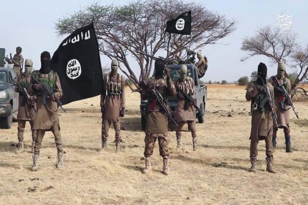 مصادر: مقتل 15 شخصاً في كمين لداعش على موكب حاكم ولاية بنيجيريا