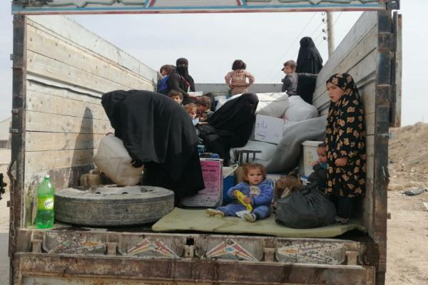 أولى الأسر السورية الراغبة بالخروج تغادر مخيم الهول اليوم