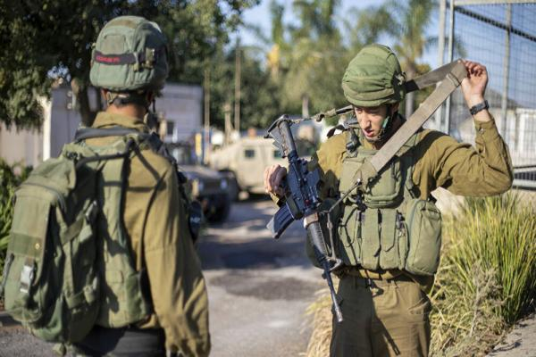 إعلام إسرائيلي: الجيش تلقى توجيهات بالاستعداد لاحتمال ضربة أمريكية على إيران