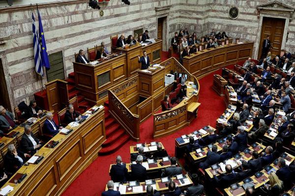 البرلمان اليوناني يصادق على توسيع المياه الإقليمية