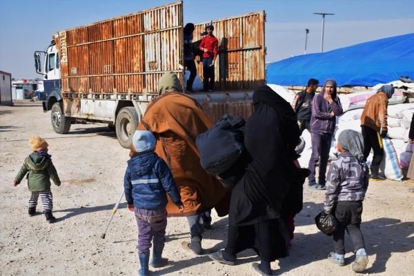في الدفعة التاسعة... مواطنين من منبج يخرجون من الهول