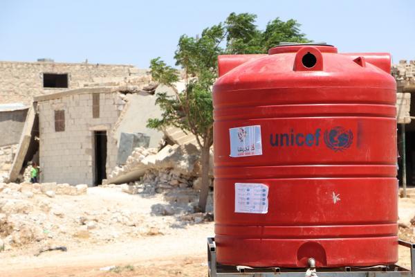 إداري في لجنة المياه لإقليم عفرين يطالب اليونيسيف بإعادة تزويد المهجرين بالمياه