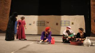 فرقة الشهيدة هيفي يكتا تقدم عرضها المسرحي الثالث في رميلان
