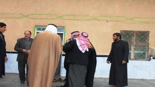 جلسة مصالحة بين عشيرتين إثر قضية ثأر استمرت عامين