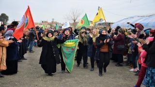 مشاركون في خيمة الدروع البشرية: لن نخطو خطوةً إلى الخلف حتى تحقيق النصر