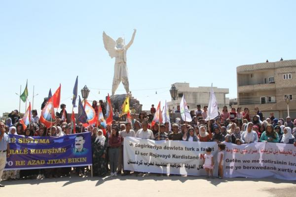 Kobani: Thousands protest against Turkish threats
