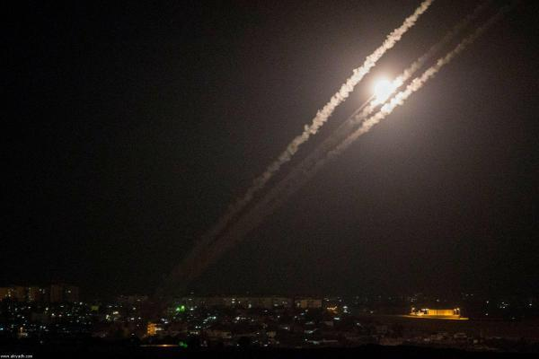 Several rockets are fired from Gaza towards Israeli towns