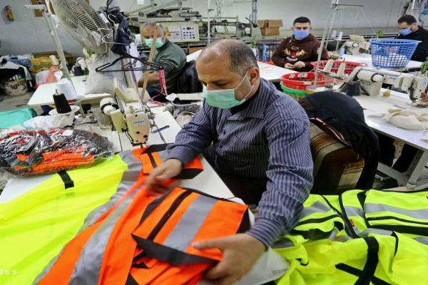 Gaza manufactures muzzles and protective cloths against Covid- 19 under siege