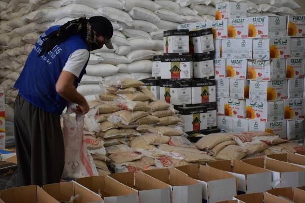 TEV-DEM distributes aid to needy families