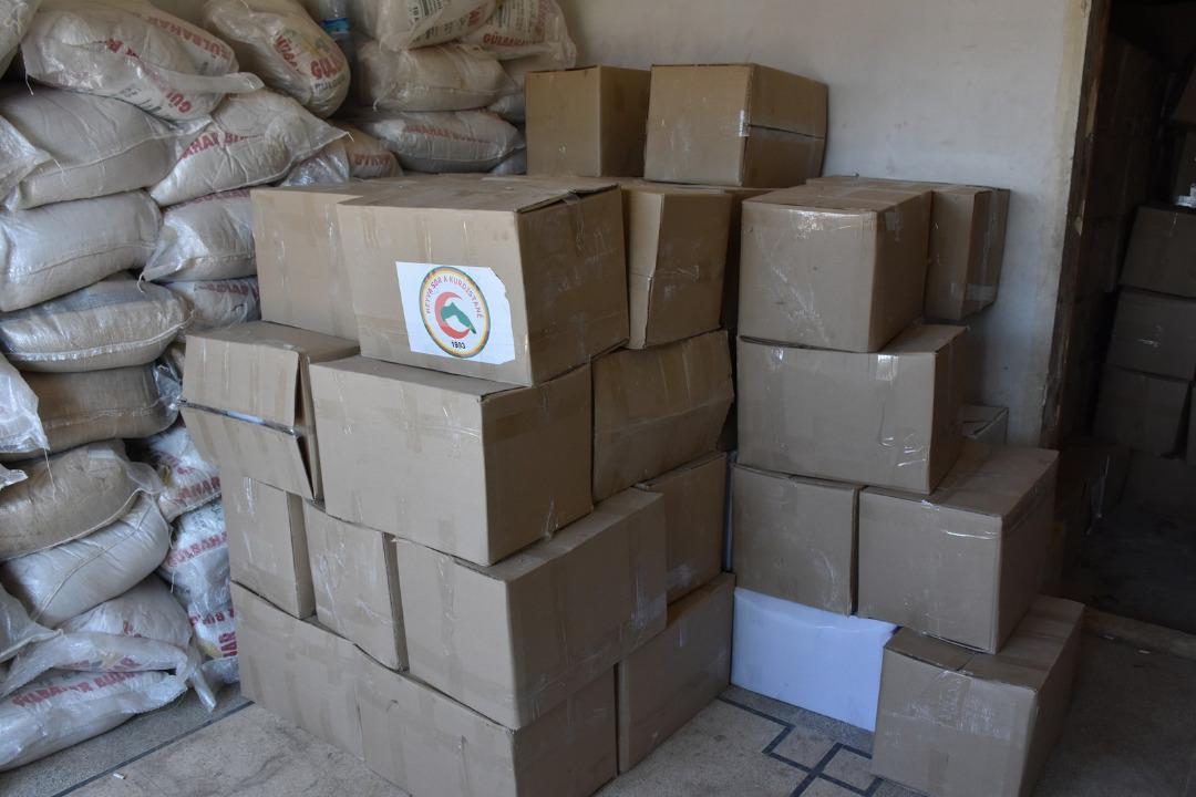 Ayudas de al-Jazeera y el Éufrates distribuidas a la gente de Afrin