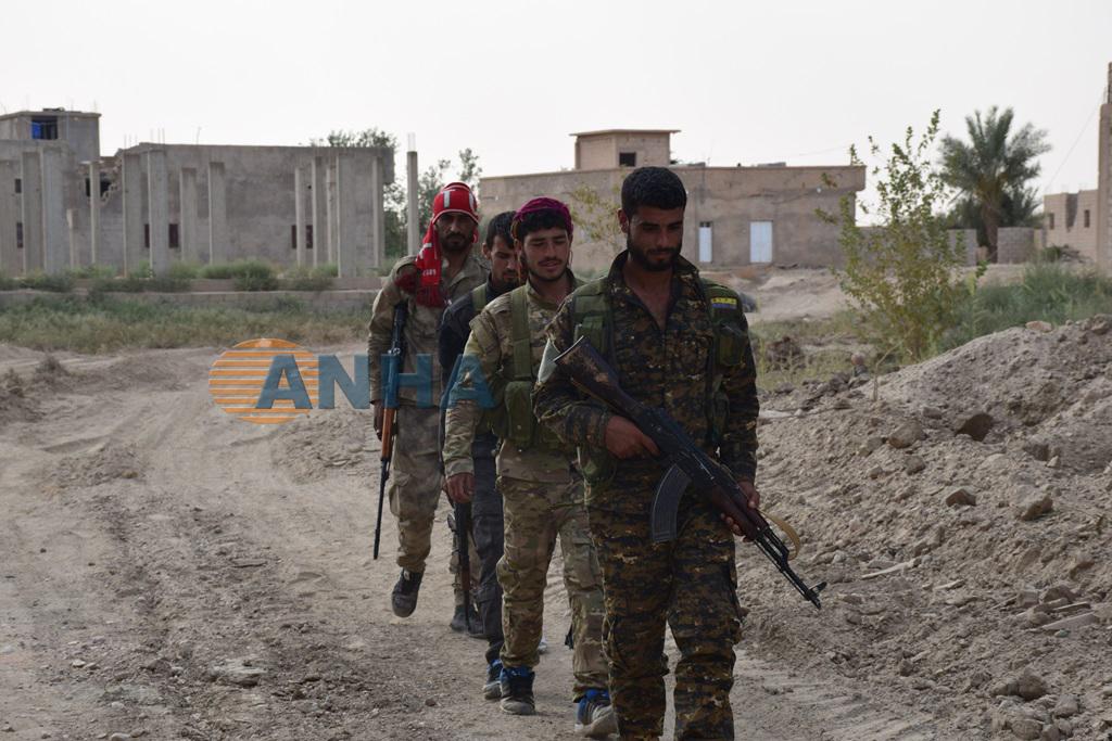 Corresponsal de ANHA monitorea las batallas del frente de Bagouz al-Fawkani