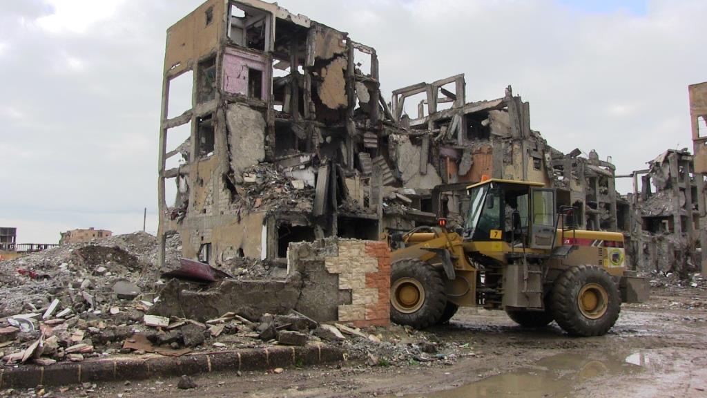 Escombros de la ciudad de Al-Raqqa usados en carreteras
