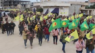 Pueblo de Ad-Darbasiya marcha en solidaridad con MP Leyla Guven